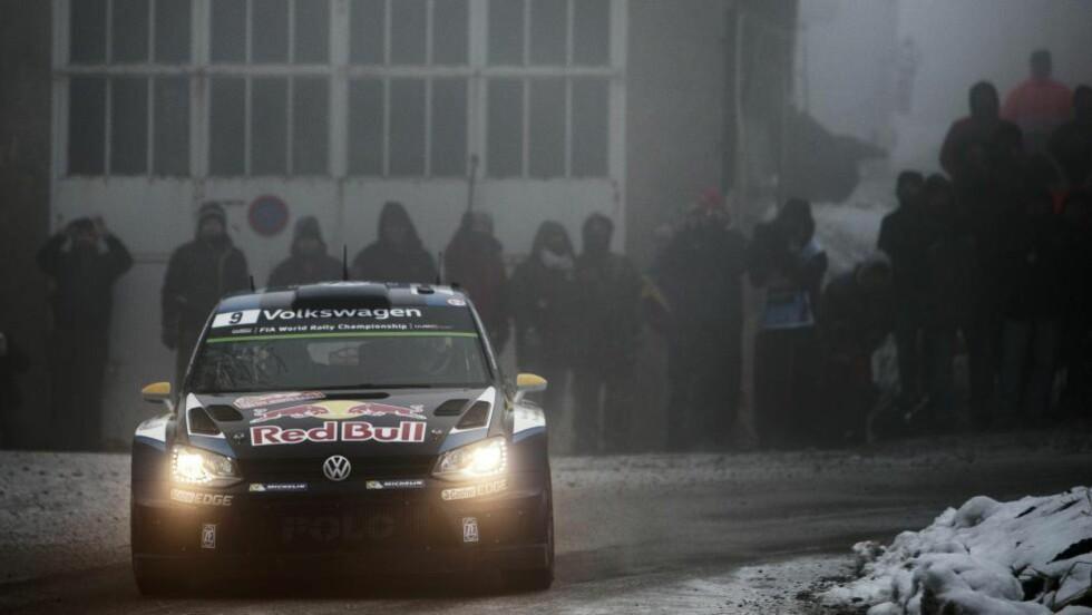 TREDJEPLASS: Andreas Mikkelsen kjørte godt på dag to av Rally Monte Carlo. Nordmannen ligger på 3.-plass etter åtte fartsprøver, men det er langt opp til teten. Foto: EPA/REPORTER IMAGES