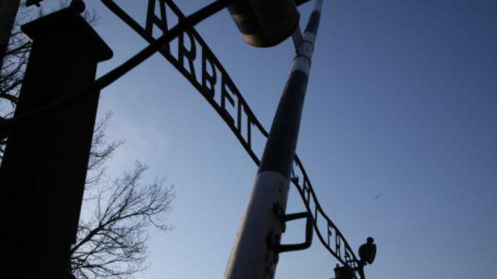 """MACHT FREI: Polske myndigheter lot plutselig de varme sporene etter Josef Mengele ligge.  Nå skal det etterforskes hva som førte til at de ikke slo til mot """"Dødsenglen fra Auschwitz"""". (Foto:Asbjørn Svarstad)"""