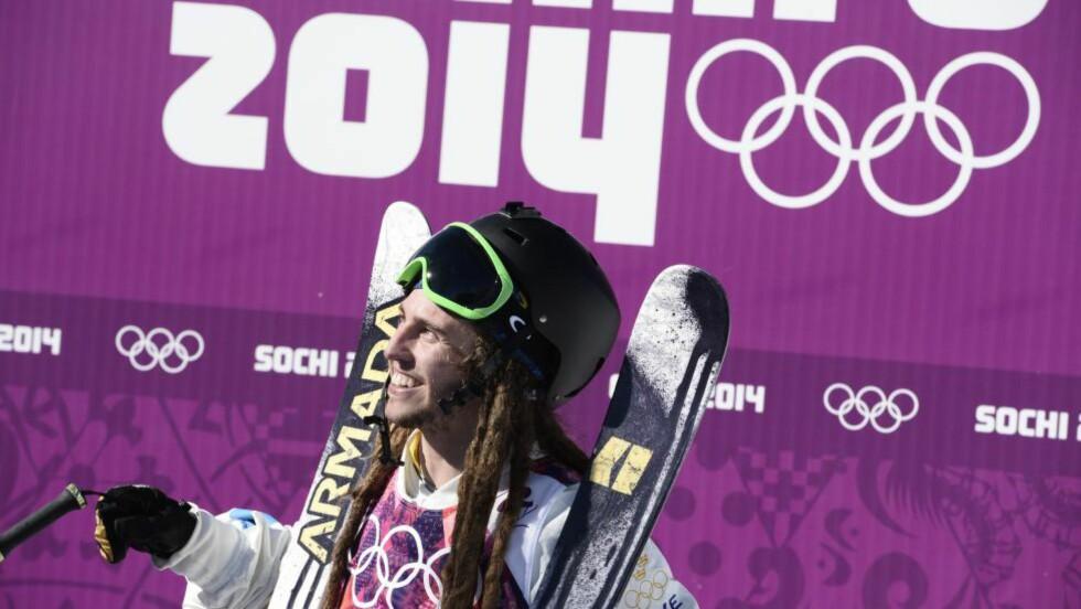FALT: Den svenske fristilkjøreren Henrik Harlaut falt stygt i mennenes slopestylefinale i vinter-X-Games lørdag og mistet bevisstheten. Foto: Pontus Lundahl / TT / kod 10050