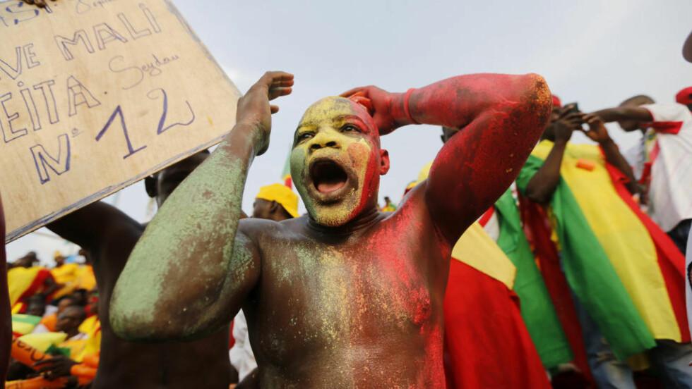 NEEEI:  En Mali-supporter depper. Laget gikk i dag ut av afrikamesterskapet etter å ha tapt en loddtrekning. Foto: NTB Scanpix