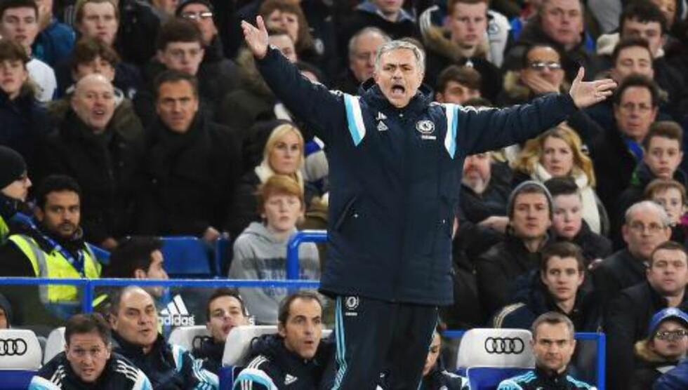 BEST: Jose Mourinho mener Diego Costa er bedre enn Sergio Agüero, men må klare seg uten toppscoreren mot Manchester City. Foto: EPA/Andy Rain