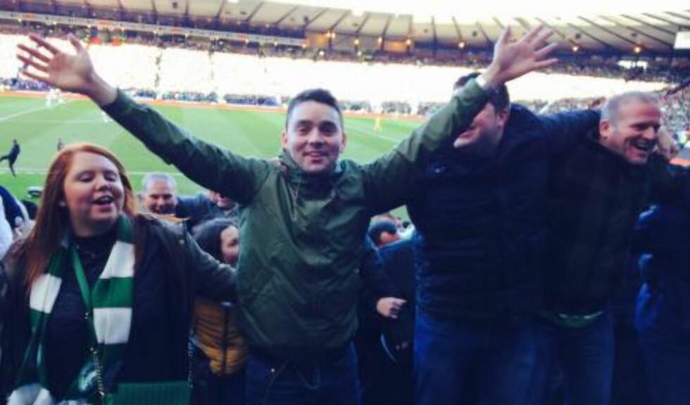 TOK EN POZNAN: Rett etter 2-0-målet danset 25 000 Celtic-fans med ryggen til banen. Foto: Lars H. Kvam