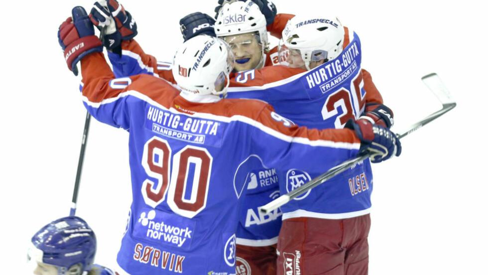 VIF-JUBEL: Vålerenga-spillerne hadde grunn til å feire etter 8-1-seier mot Lillehammer. Foto: Terje Pedersen / NTB scanpix
