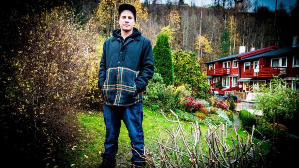 GAMLE TRAKTER: Pål «OnklP» Tøien vokste opp i ett av disse rekkehusene i Asker før familien flyttet til Lillehammer da han var 12. Foto: Thomas Rasmus Skaug