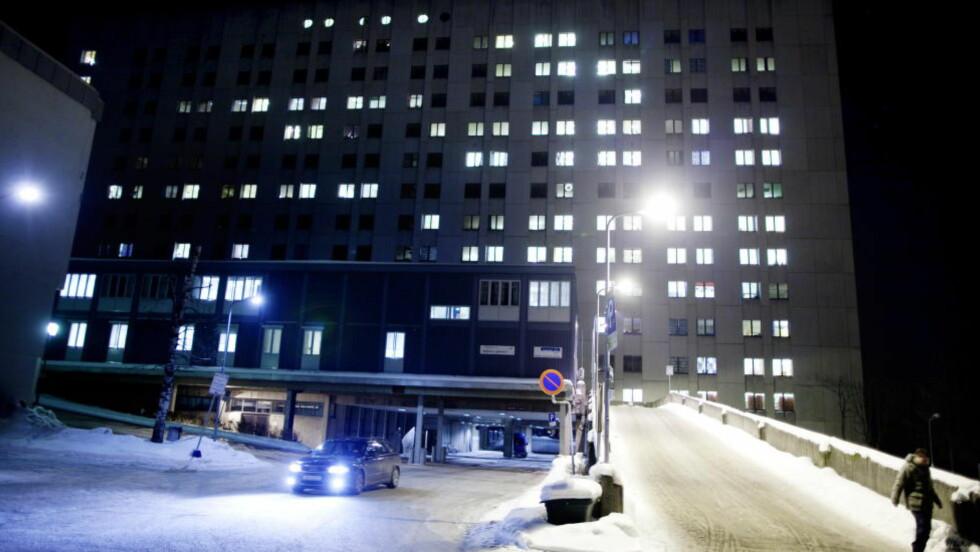 KOM ALDRI HIT: Beslutningen om å overføre den alvorlig syke jentebabyen til nyfødtintensiven ved sykehuset i Drammen ble tatt tre timer før overflyttingen faktisk skjedde. Da var imidlertid jenta så syk at hun måtte flyttes til Rikshospitalet i Oslo. Livet sto ikke til å redde. Foto: Kyrre Lien/NTB Scanpix