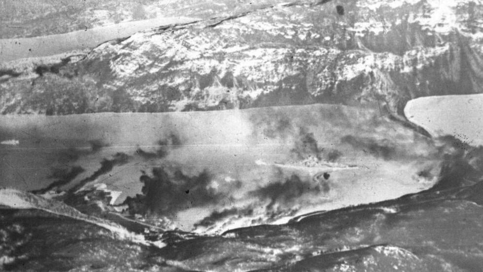 ANGREP: Bildet viser et alliert angrep på det tyske slagskipet Tirpitz under andre verdenskrig. Foto: NTB SCANPIX