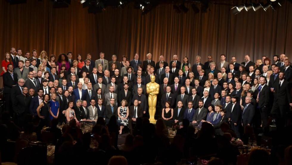 PÅ OSCAR-LUNSJ: Her er de fleste av årets Oscar-nominerte samlet på et brett. Hvis man ser godt etter, finner man «The Imitation Game»-regissør Morten Tyldum til venstre i nest bakerste rekke - ved siden av Oprah Winfrey. Også Torill Kove, som er nominert i kategorien beste animerte kortfilm, var til stede. Foto NTB Scanpix