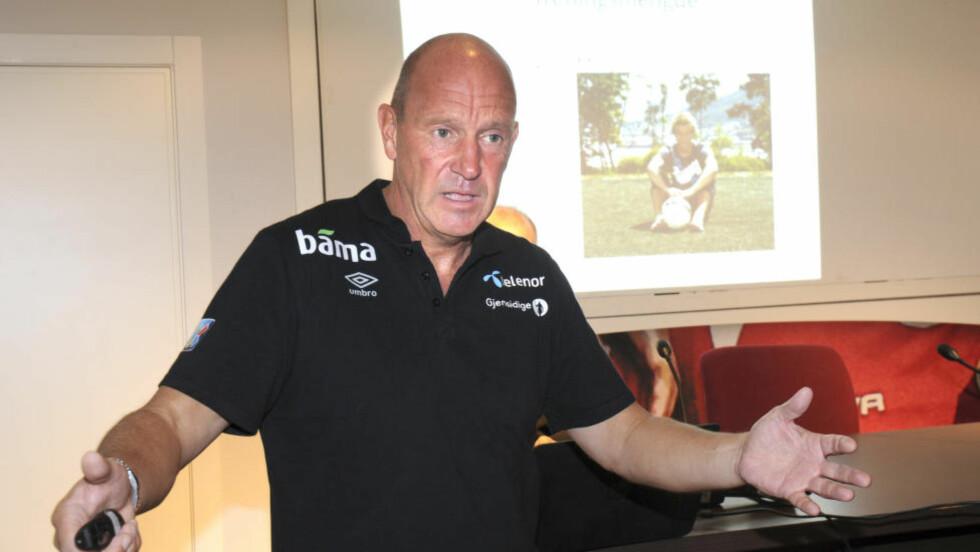 KRITISK:  Toppfotballsjef Nils Johan Semb snakker om Brann-krisen. Foto: Terje Pedersen / NTB scanpix