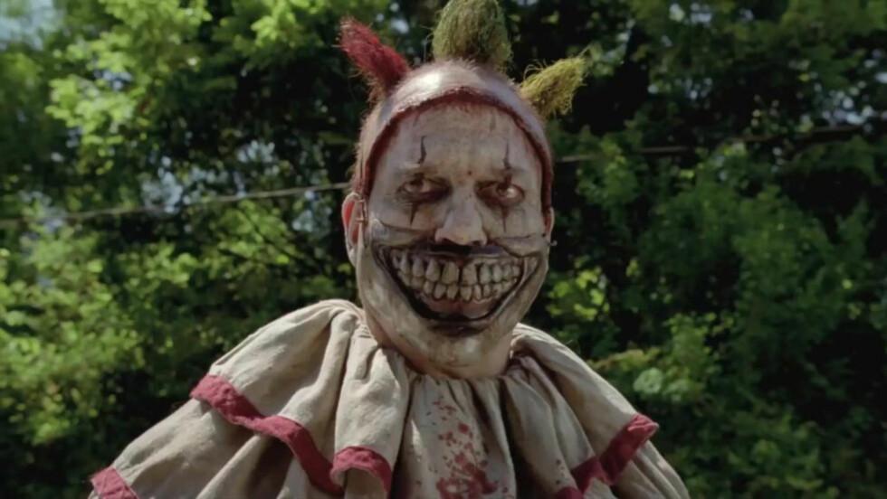 NIFS KLOVN: Twisty, spilt av John Carrol Lynch, dukker opp i fjerde sesong av «American Horror Story». Den har fått undertittelen «Freakshow». og dreier seg rundt et omreisende tivoli fylt med utskudd.