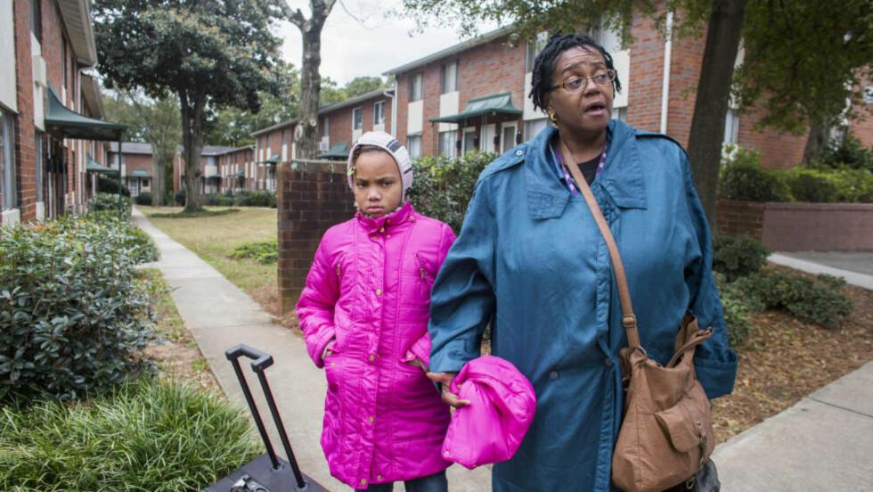 HAR STEMT: Lillian Woodard og datteren Miracle bor i Atlanta i Georgia. Lillian var ikke i tvil om at hun skulle stemme på den demokratiske senatskandidaten, Michelle Nunn i år. Foto: Johannes Worsøe Berg / Dagbladet
