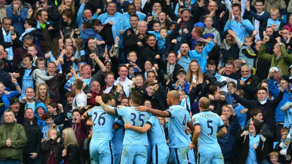 KONGER AV BYEN: Manchester City kunne juble for tre poeng og seier over erkerivalen etter at Sergio Aguero satte inn kampens eneste mål. En kamp som hadde det aller meste. Foto: AFP PHOTO / PAUL ELLIS / NTN SCANPIX