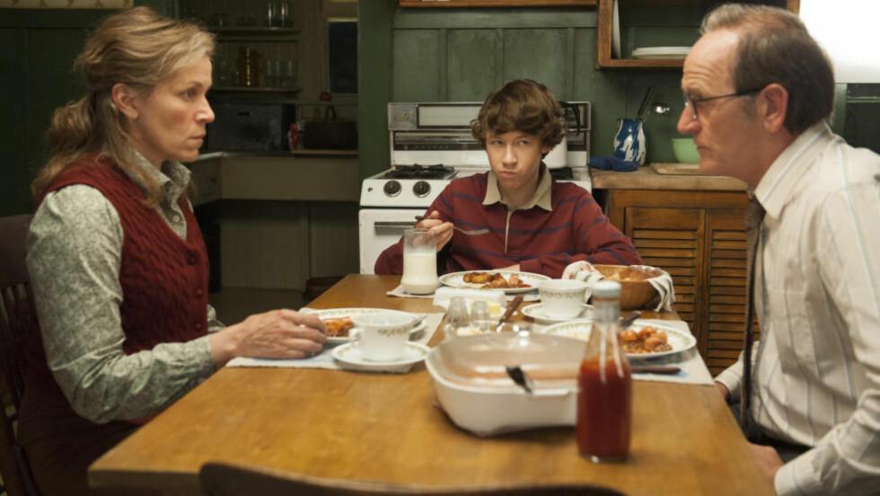 HISSIG:  Mattelæreren Olive Kitteridge (Frances McDormand) gjør ikke akkurat livet enkelt for ektemannen Henry og sønnen Chris.