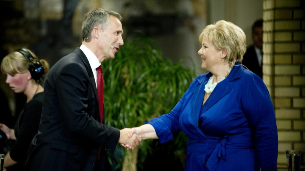 STORØVELSE: Natos storøvelse i 2018 blir lagt til Norge. Her gratulerer Jens Stoltenberg Erna Solberg med valgseieren i 2013.  Foto: Thomas Haugersveen / Dagbladet