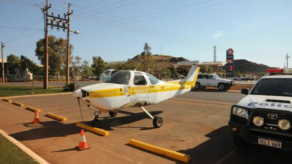 PÅ TOMGANG: Slik fant politiet flyet. Foto: Politiet