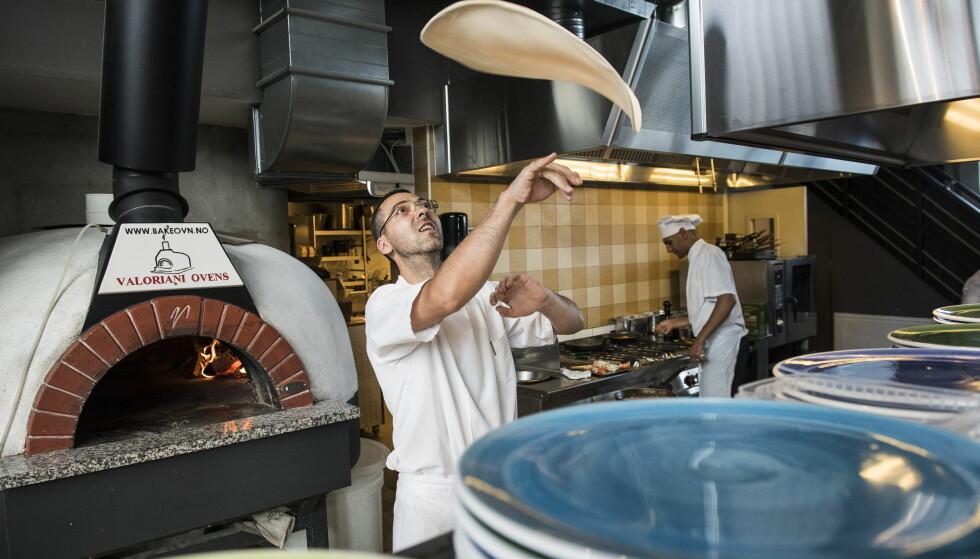 <strong>RUSTIKK:</strong> Pizzaene stekes på italiensk vis i en vedfyrt ovn.&nbsp;
