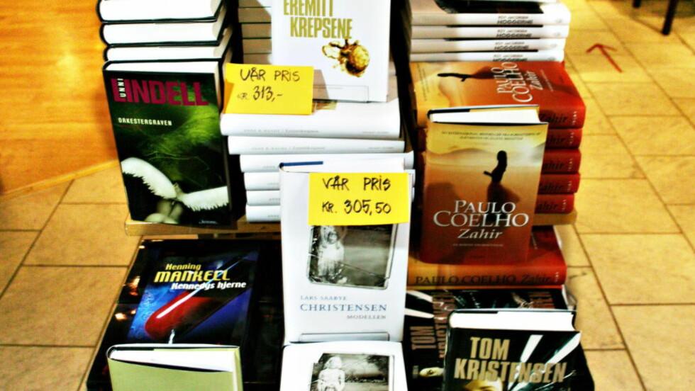 LITTERATORTUR: Litteraturen ble for noen år siden løftet ut av næringspolitikken og inn i kulturpolitikken, der bøker - som ikke må forveksles med pølser og hermetikk - hører hjemme. Ilustrasjonsfoto: Rune Myhre, 2005.