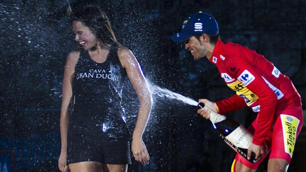 NO, GRACIAS! Heller ikke Alberto Contador vil prøve på de tre store etapperittene neste år. Her fra feiringen av seieren under årets vuelta.  AFP PHOTO / JAIME REINA