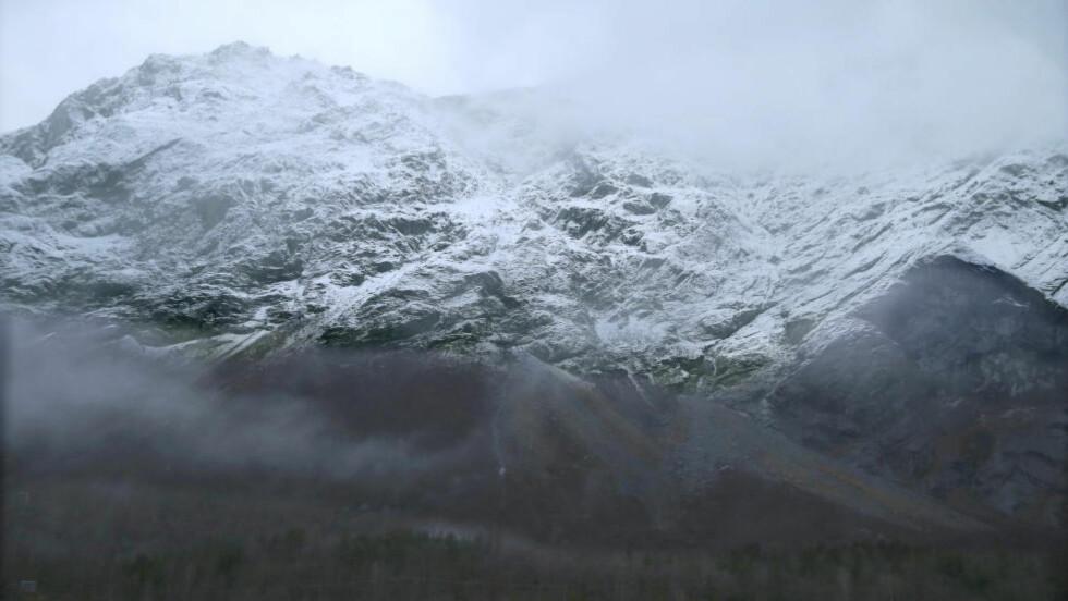 I BEVEGELSE:  Det er fortsatt bevegelse i det løse fjellpartiet til Mannen i Rauma. Foto: Terje Pedersen / NTB scanpix