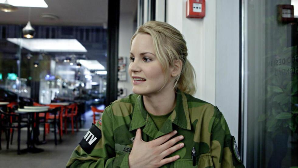 BLE TVUNGET: Alice Asplund ble tvunget til å kle seg naken og vaske seg foran 30 mannlige medsoldater under en feltøvelse. Løytnanten som tvang henne, ble refset - før refselsen nylig ble trukket tilbake og begrunnelsen hemmelighold. I dag kom begrunnelsen. Foto: Lars Eivind Bones / Dagbladet