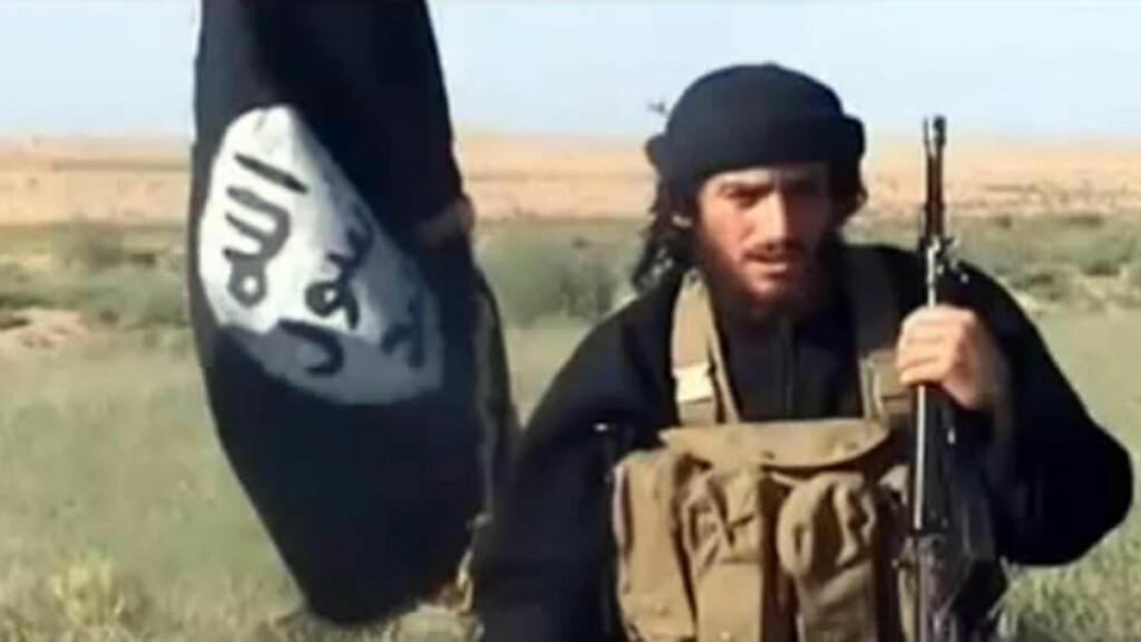 TRUER VESTEN I PROPAGANDA-KLIPP:  Norske sikkerhetstjenester har tatt en trussel fra Den islamske stat (IS) på alvor, og går i dag ut med at terrortrusselen mot Norge er skjerpet. Talsmann Abu Muhammad al-Adnani i Den islamske stat (IS) oppfordrer i en tale fra 21. september med drap på alle allierte av USA, derav også Norge. Bildet er fra en annen propagandavideo i juli.  Foto: Youtube / AFP Photo / NTB Scanpix