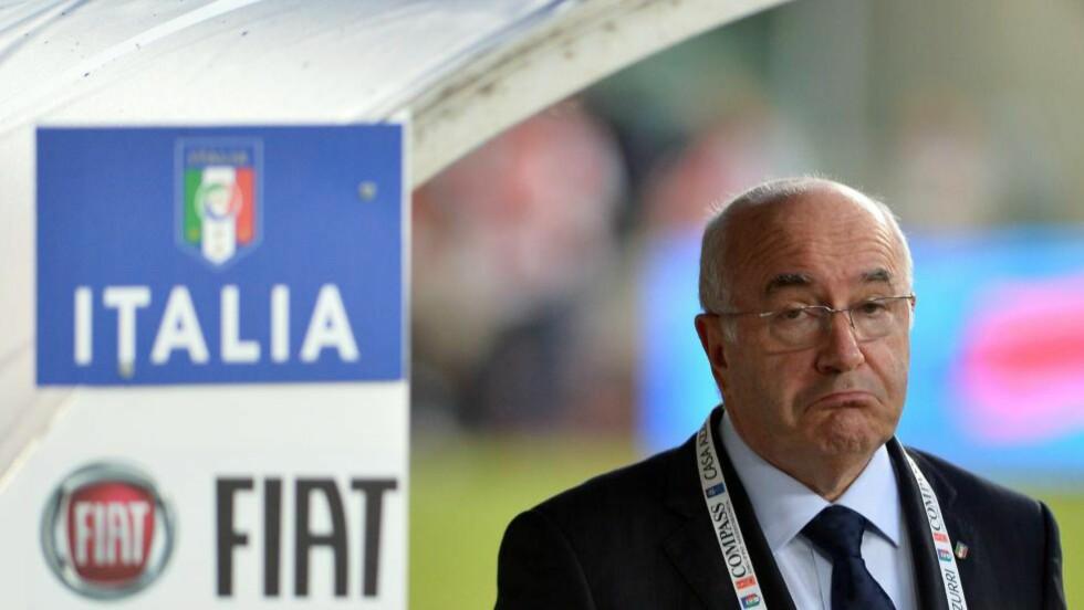 UTE I SEKS MÅNEDER: President Carlo Tavecchio måtte spise i seg ordene sine. Foto: AFP  / ALBERTO PIZZOLI / NTB Scanpix