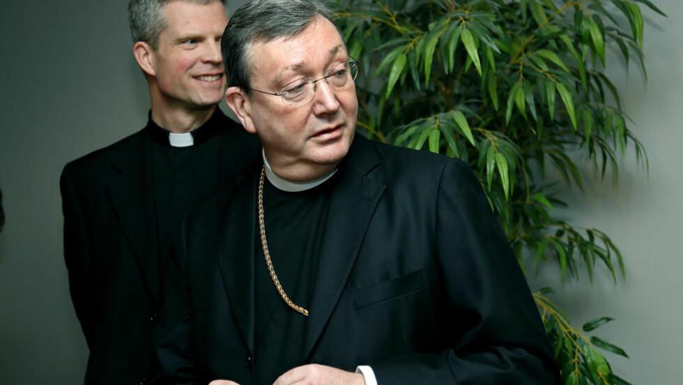 HAR SLETTET 6000: - Vi har skrevet brev til 79 000 personer, alle som er registrert fra 2010. Vi har på ulikt vis vært i kontakt med en god del av dem, men langt fra alle. Så langt har vi slettet 6000 personer. Det kan godt være en del av dem er rettmessig registeret, men det er personer vi ikke finner, eller som har bedt om at vi sletter dem, sier biskop Bernt Eidsvig til Dagbladet. Foto: Jacques Hvistendahl / Dagbladet