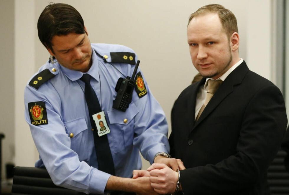 VIL UT AV ISOLASJON: Anders Behring Breivik forbereder et søksmål mot staten for å unngå å sitte isolert i Skien fengsel. Foto: REUTERS  /Fabrizio Bensch / NTB Scanpix
