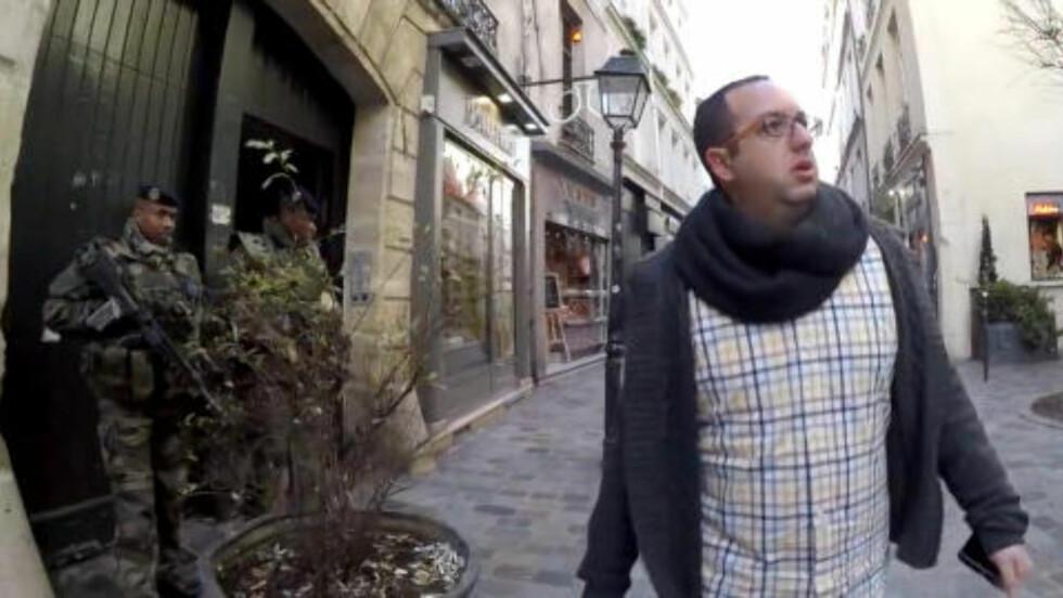 BEVOKTES AV SOLDATER: Områder med jødiske institusjoner i Paris bevokstes av soldater på gaten i følge Zvika Klein. Foto: NRG