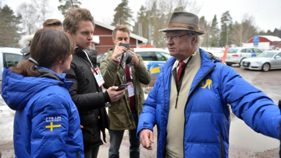 KONGELIG OMVISNING: Kong Carl Gustaf og store deler av den svenske kongefamilien var i dag på omvisning på stadionområdet i Falun. Foto: Thomas Rasmus Skaug / Dagbladet