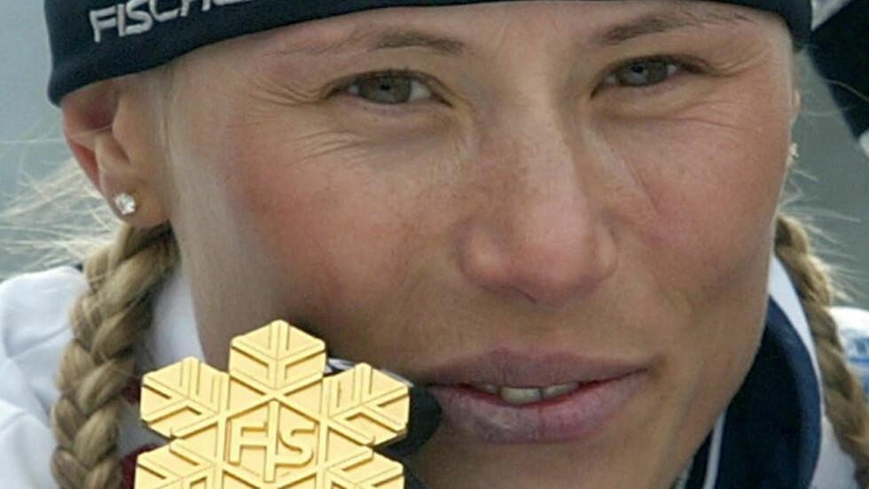 FØRST VM-GULL, SÅ DOM: Julia Tchepalova slo både Marit Bjørgen og Kristen Størmer Steira i VM i Oberstdorf 2005. Etter hvert ble det avslørt hvorfor også denne russeren gikk så fort.FOTO: DDP/Robert Michael.