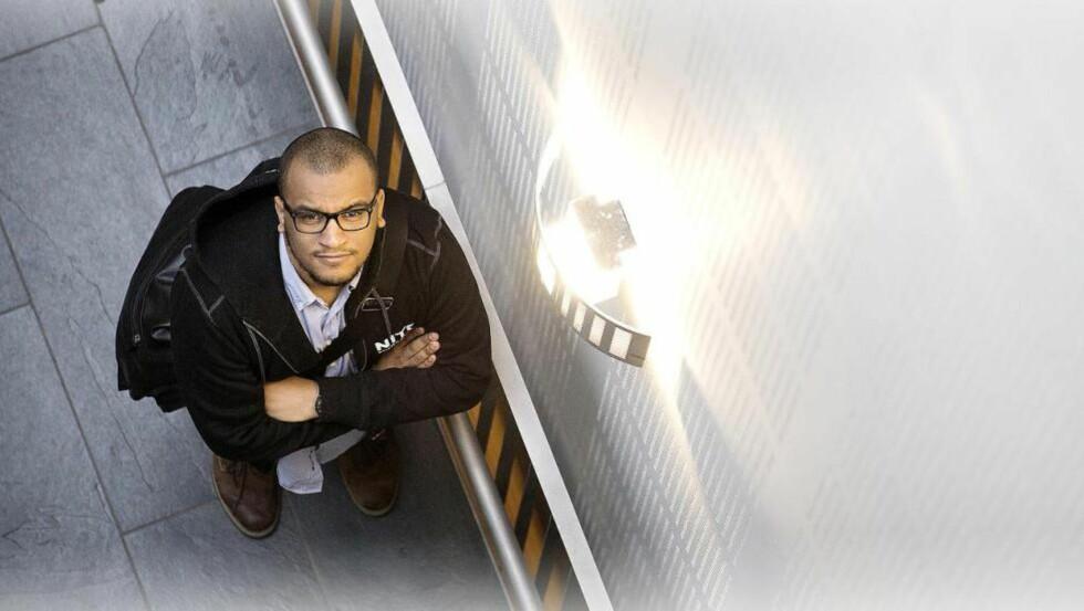 SNART JOBBKLAR: Ingeniørstudent Omar Samy Gamal (23) har mulighet til å tjene gode penger den dagen han går ut i jobb. Startlønna i offentlig sektor er nesten like høy som i privat sektor - i noen tilfeller også høyere. Foto: TOMM W. CHRISTIANSEN