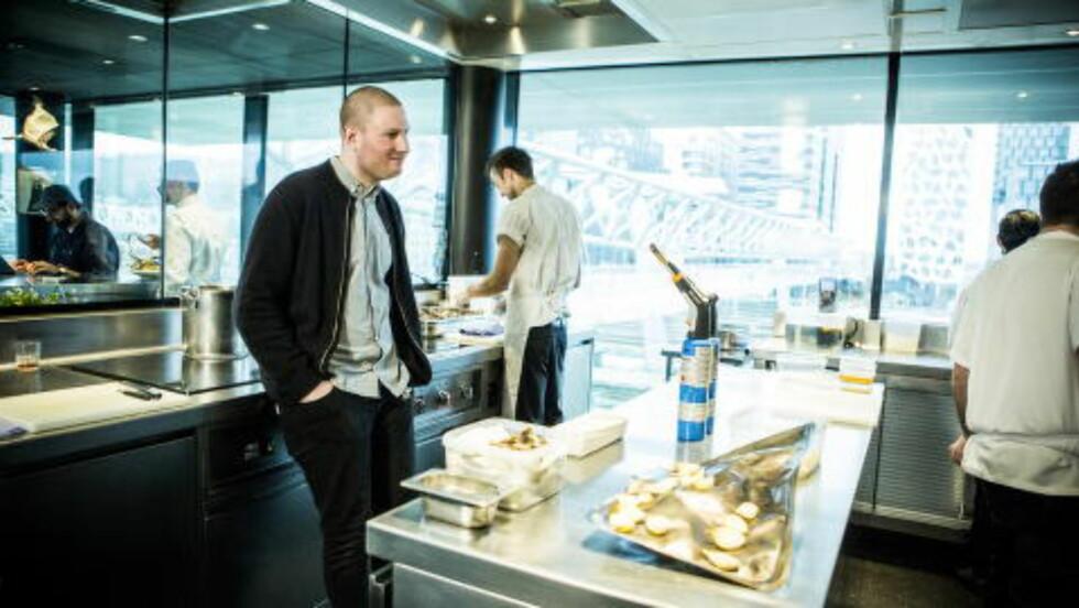 FORNØYD SJEF: Esben Holmboe-Bang er stolt over å ha beholdt de to stjernene sine. Foto: Christian Roth Christensen / Dagbladet
