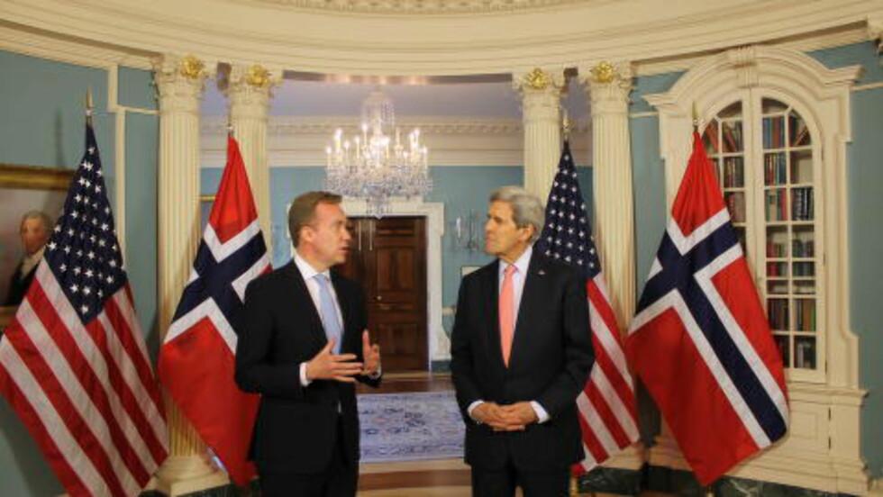MØTTES: Det var en god tone da utenriksminister Børge Brende møtte USAs utenriksminister, John Kerry, i Washington D.C. Foto: Vegard Kristiansen Kvaale / Dagbladet