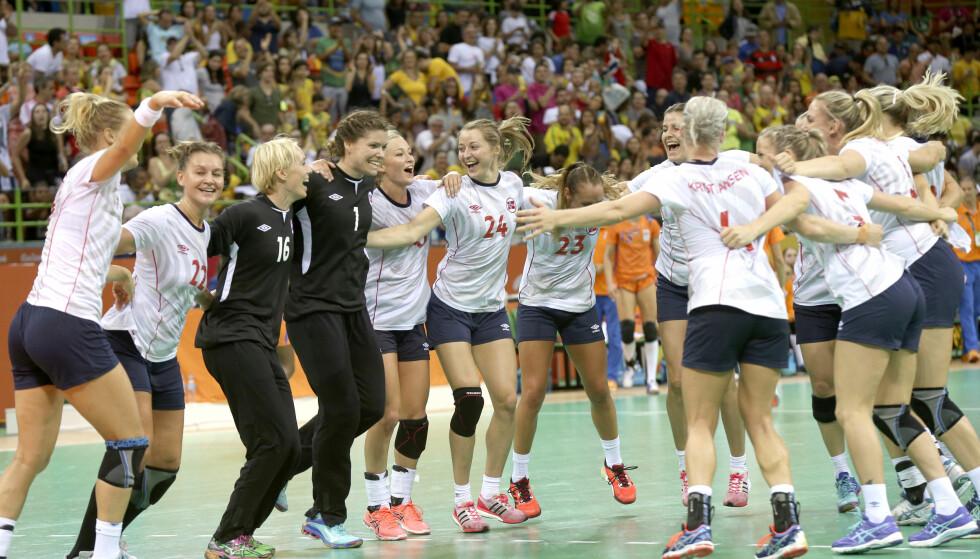 JUBEL: De norske spillerne etter at bronsemedaljen var sikret i kamp mot Nederland. Foto: Vidar Ruud / NTB scanpix