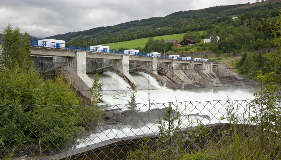 VANNKRAFTEN: Vannkraften er en del av arvesølvet, mener Are Thomasgard i LO og Andreas Halse, daglig leder i Svensonsstiftelsen. Her: Hunderfossen kraftverk. Foto: Scanpix