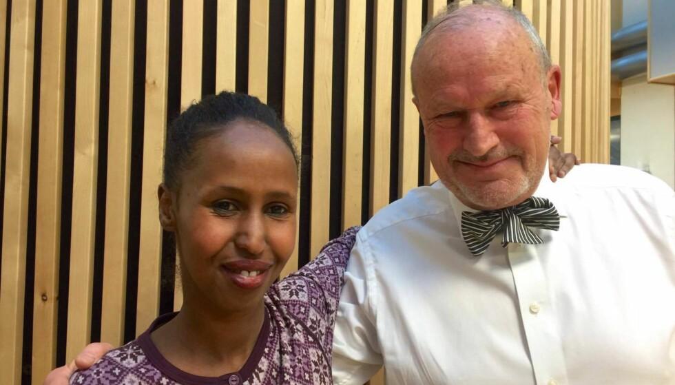 UENIGE: Kadra Yusuf sier hun ikke forstår et fnugg av Per Fugelli. Nå skal de ha en samtale sammen. Foto: Liv Rønnaug Lilleåsen/NRK