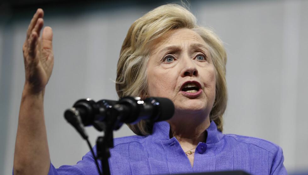 PREDSIDENTKANDIDAT: Hillary Clinton er Demokratenes presidentkandidat. Men må fremdeles slite med e-postsaken. Foto: Carolyn Kaster / AP / NTB Scanpix