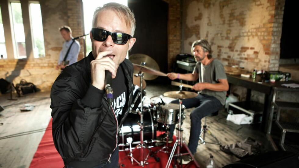 COMEBACK: Forfatterne Tore Renberg og Karl Ove Knausgård er tilbake på rockescenen igjen. Foto: Anders Grønneberg
