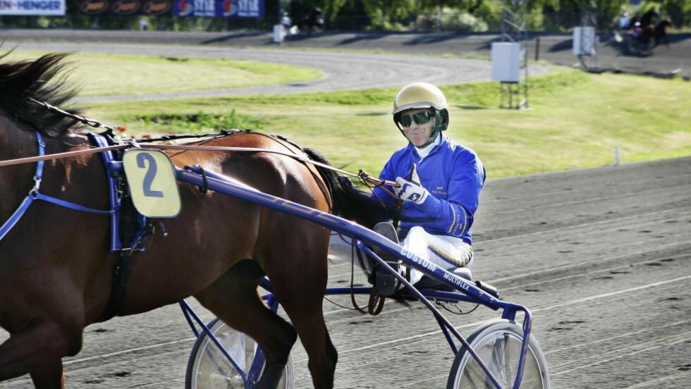 DEN GANG DA: Atle Hamre, her fra Drammen i 2006, er livstidsutestengt fra travsporten. Nå skal han være i gang med å kjøre hester igjen, riktignok i forkledning melder Trav- og Galopp-Nytt. Foto: Kurt T. Pedersen / Dagbladet