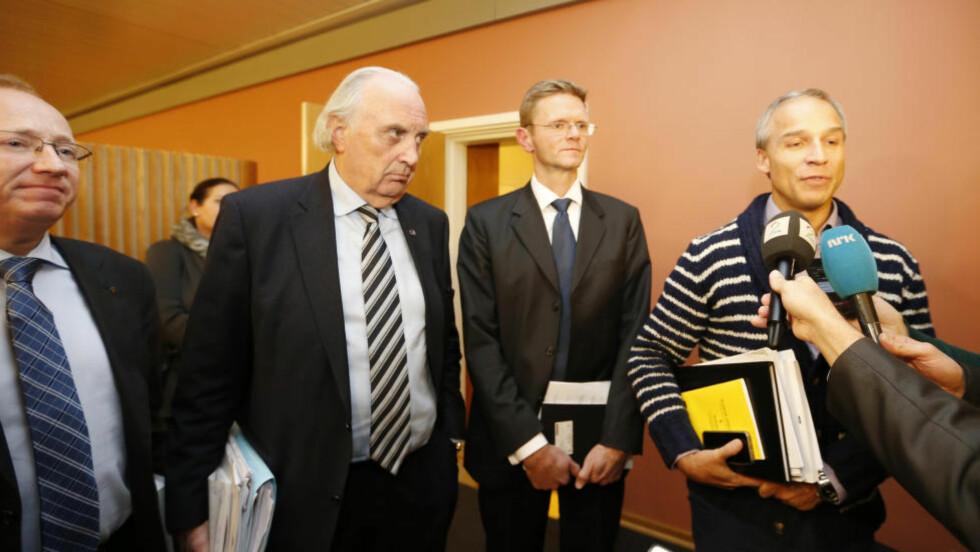 LANGT IGJEN: Samtlige av budsjettforhandlerne, Gjermund Hagesæther (Frp) (f.v.), Svein Flåtten (H), Terje Breivik (V) og Hans Olav Syversen, skrøt av tonen under den første reelle forhandlingsdagen i dag. (KrF). Det ble likevel ikke langt skjul på at partene står langt fra hverandre før de kan enes om en budsjettavtale. Foto: Lise Åserud / NTB scanpix