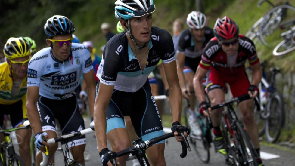MANGE DUELLER: Alberto Contador (hvit trøye) har kjempet mange ganger mot Andy Schleck (foran). Her duellerer de to mot blant andre Thomas Voeckler (i gult) og sammenlagtvinner Cadel Evans på Tour de France-etappen mot Luz-Ardiden i 2011.  AFP PHOTO / JOEL SAGET
