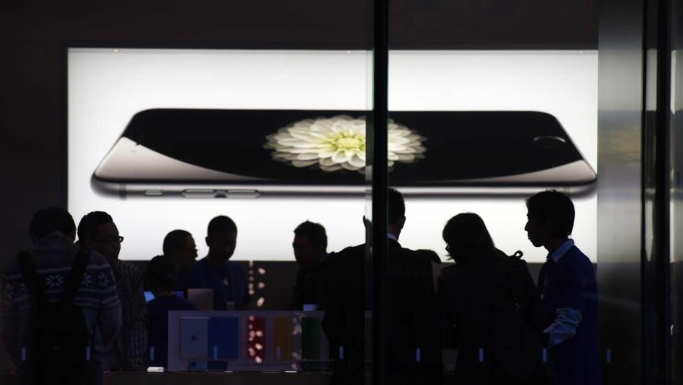 TRUES: Apples produkter, som iPhone, er truet av et nytt virus. Foto: AFP PHOTO/Greg BAKER