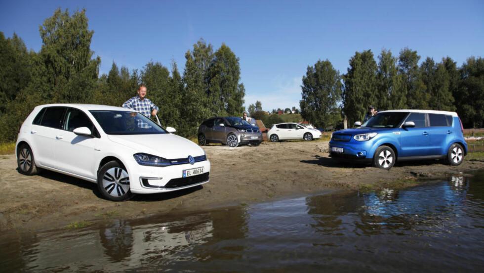 STORTEST: Det selges elbiler som aldri før i Norge. Og det er langt mer enn Tesla å velge blant. Dagbladet og Autofil har testet fire mer folkelige alternativer, fra venstre VW e-Golf, BMW i3, Nissan Leaf og nykommeren Kia Soul. Foto: Espen Stensrud