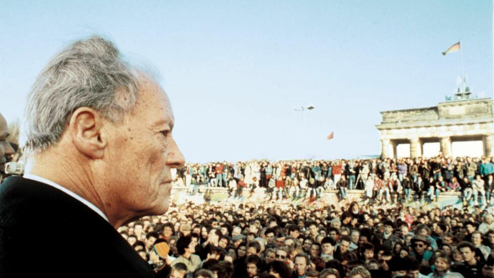RØRT : Willt Brandt ved Brandenburger Tor for 25 år siden. Det var den største dagen i den tyske politiske gigantens liv. Foto: William Mikkelsen.