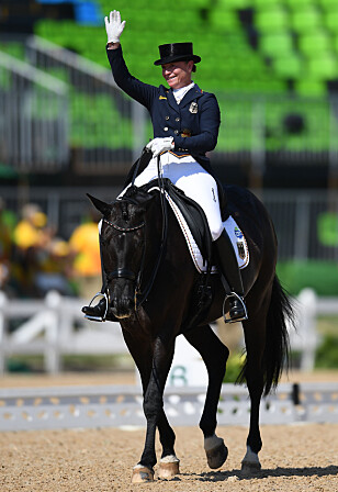 GULL OG SØLV: Tyske Isabell Werth sikret seg både gull og sølv i OL. Foto: Xinhua / Lui Siu Wai / Sipa USA / NTB Scanpix