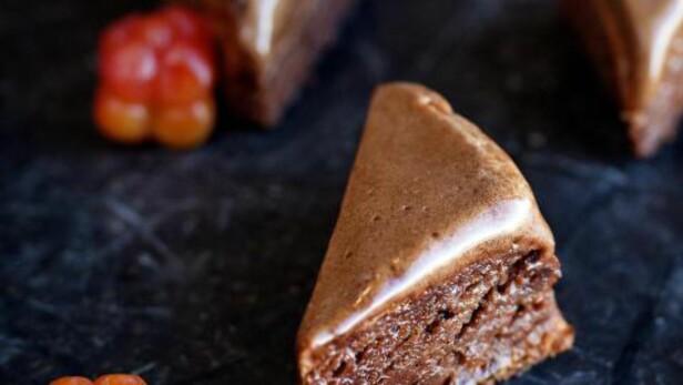 MYE SMAK: Kremet sjokoladekake. Foto: METTE MØLLER