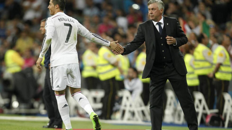 RONALDO BEST: Carlo Ancelotti mener Cristiano Ronaldo bør vinne gullballen. Samtidig utelukker han Messi som vinner. Foto: AP Photo/Andres Kudacki