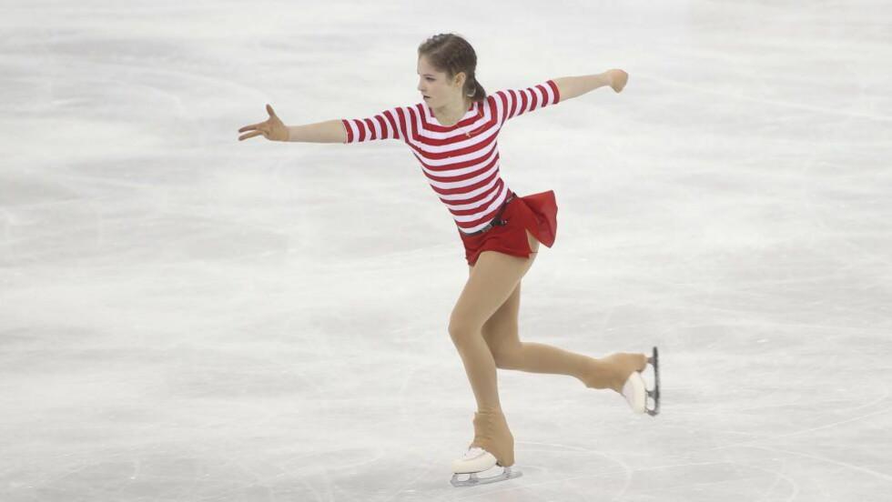 FORTSETTER Å IMPONERE: Julia Lipnitskaia ble hun den første tenåringen i moderne tid til å vinne gull i kunstløp-OL. I Grand Prix-konkurransen Kina Cup imponerte hun igjen fredag. Foto: AFP PHOTO