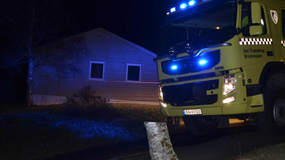 Dødsbrann: Forbipasserende varslet om røykutvikling fra huset på Sandvollan på Inderøy. Foto: Elfi Leinan, Inderøyningen