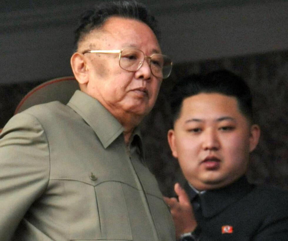 SPRER FRYKT:  En av livvaktene til den avdøde nord-koreanske diktatoren prater nå ut om de vanskelige arbeidsvilkårene. Han mener at Kim Jong-il var vanskelig, men frykter at dagens leder, sønnen Kim Jong-un er enda verre. Foto: Ap/Scanpix